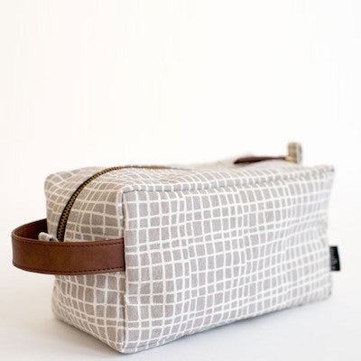 Woven Grey Travel Dopp Kit \\ Maika