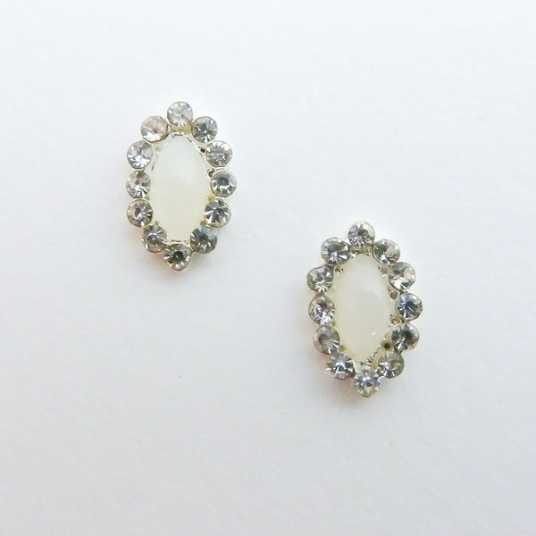 Nail Decor Oval Frame with Opal Gem