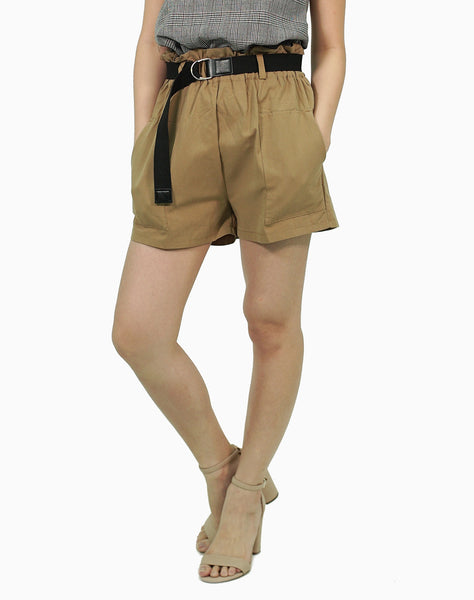 Khaki shorts with belt