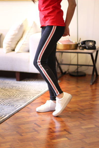 Leggings with red line