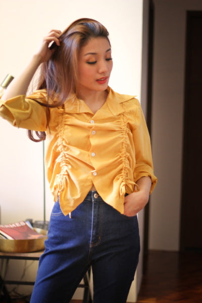 Yellow collar longsleeve with white button