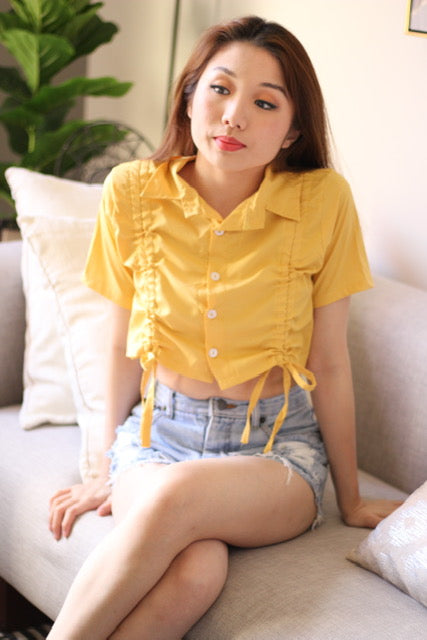 Yellow collar shortsleeve with white button