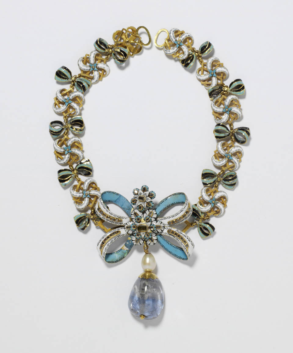 Necklace with Sapphire Pendant, bow about 1660, chain and pendant probably 18-1900, Europe. Museum no. M.95-1909. © Victoria & Albert Museum, London