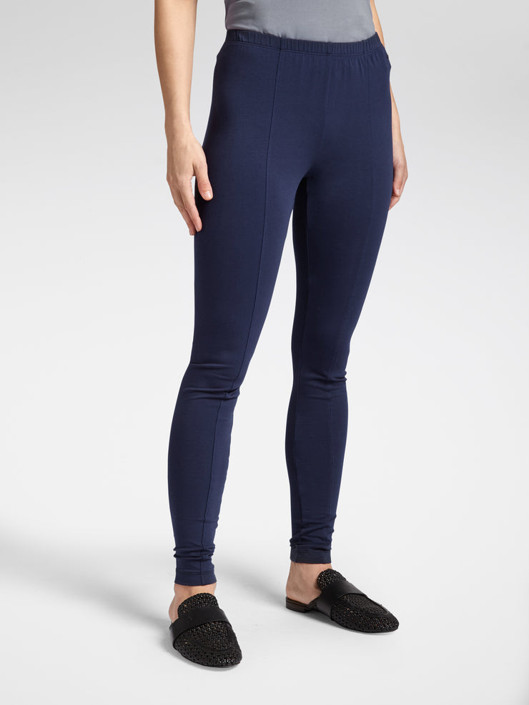 Sandwich collection of basics with these essential leggings