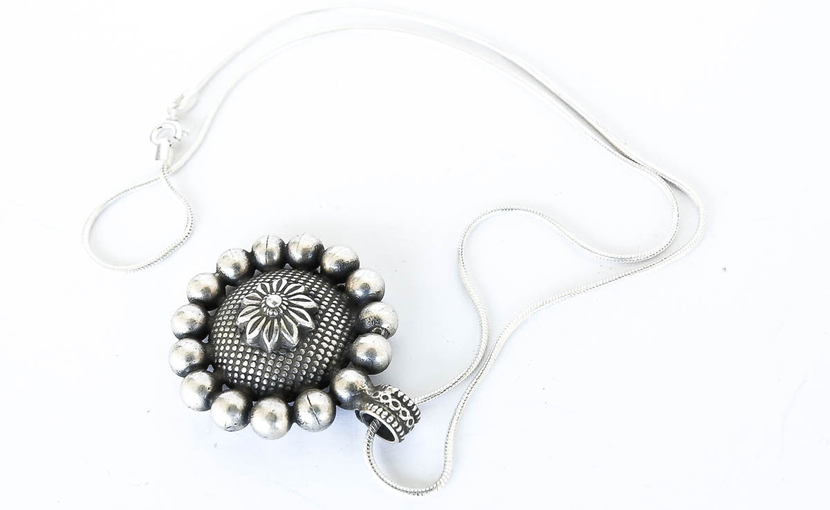 Kamala Sweetheart Boho Silver Necklace - Blonde Vagabond