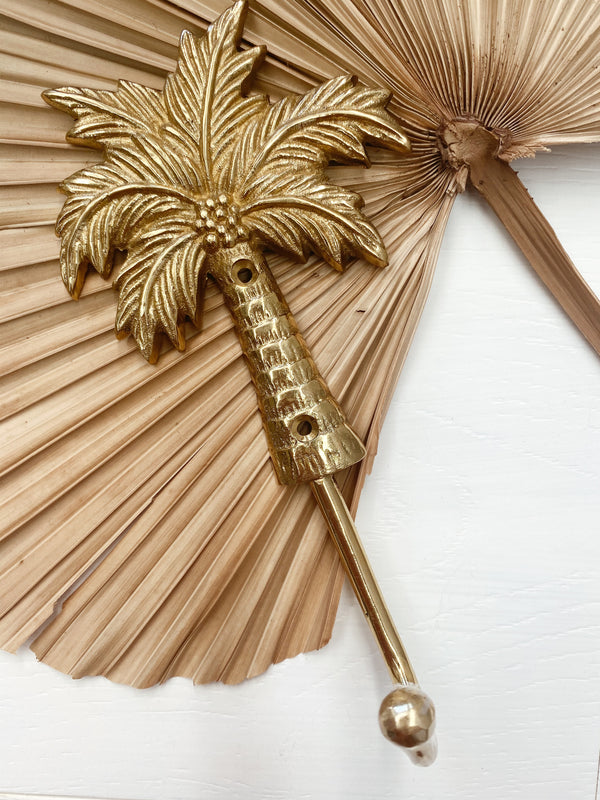 THE COCONUT PALM HANGER
