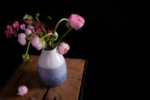 Load image into Gallery viewer, Ranunculus in ceramica albastra
