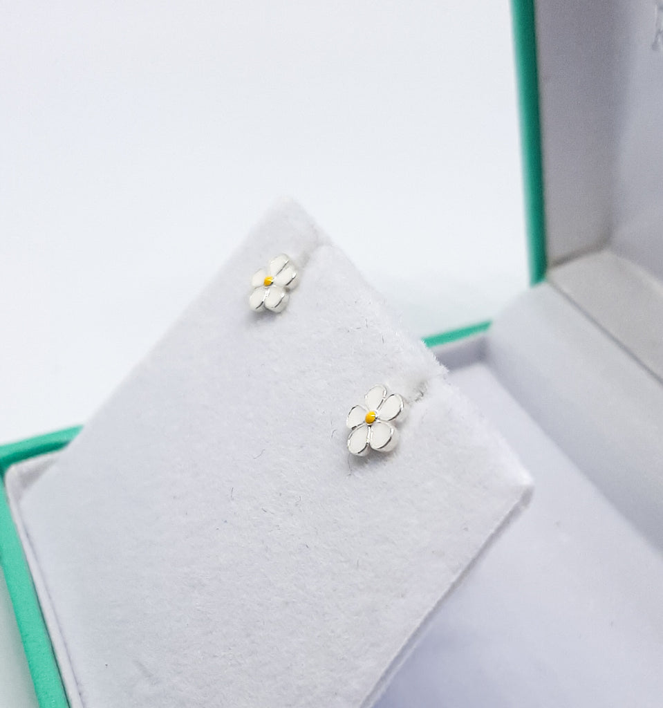White Daisy Flower Stud Earrings
