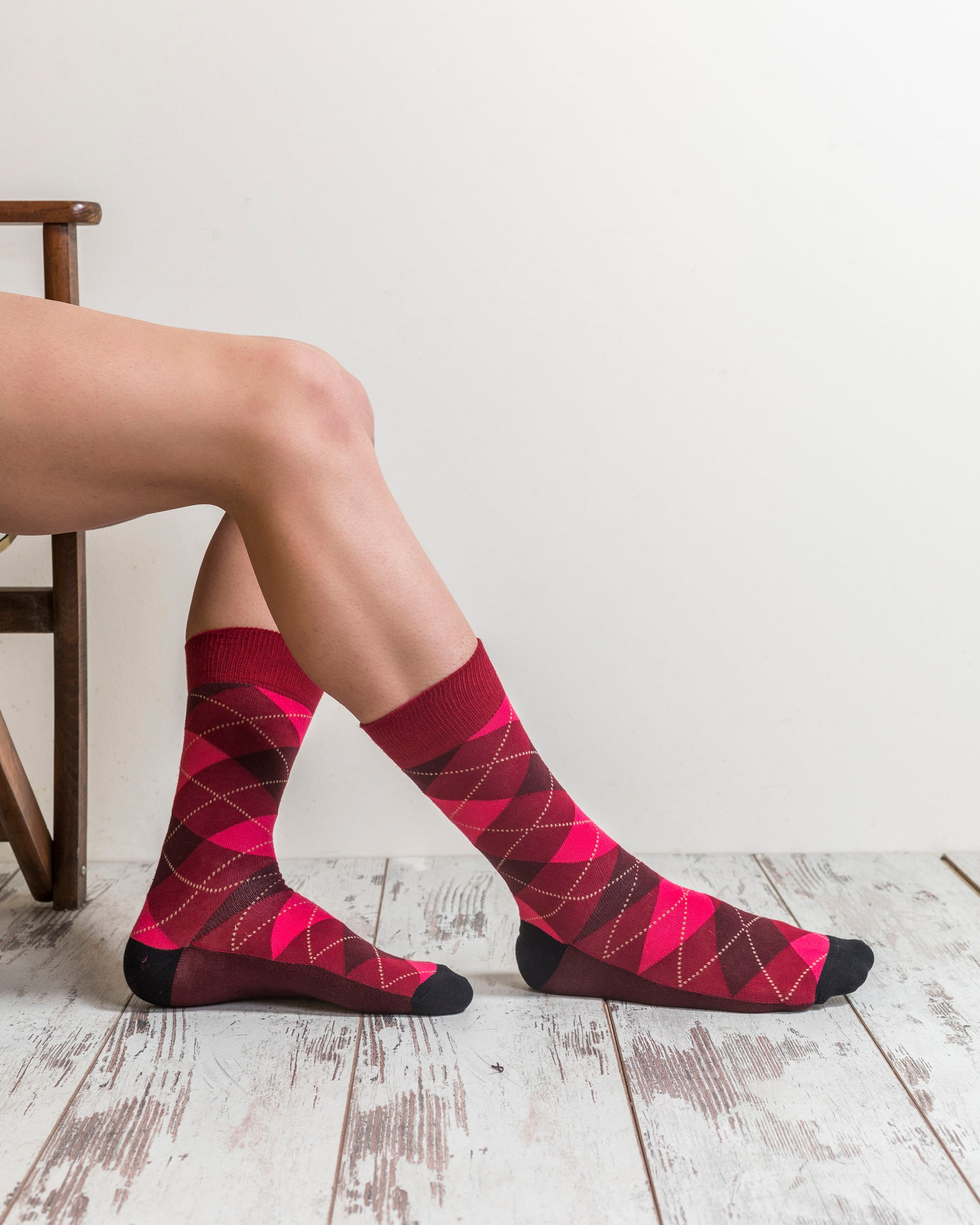 Men's Scarlet Argyle Socks