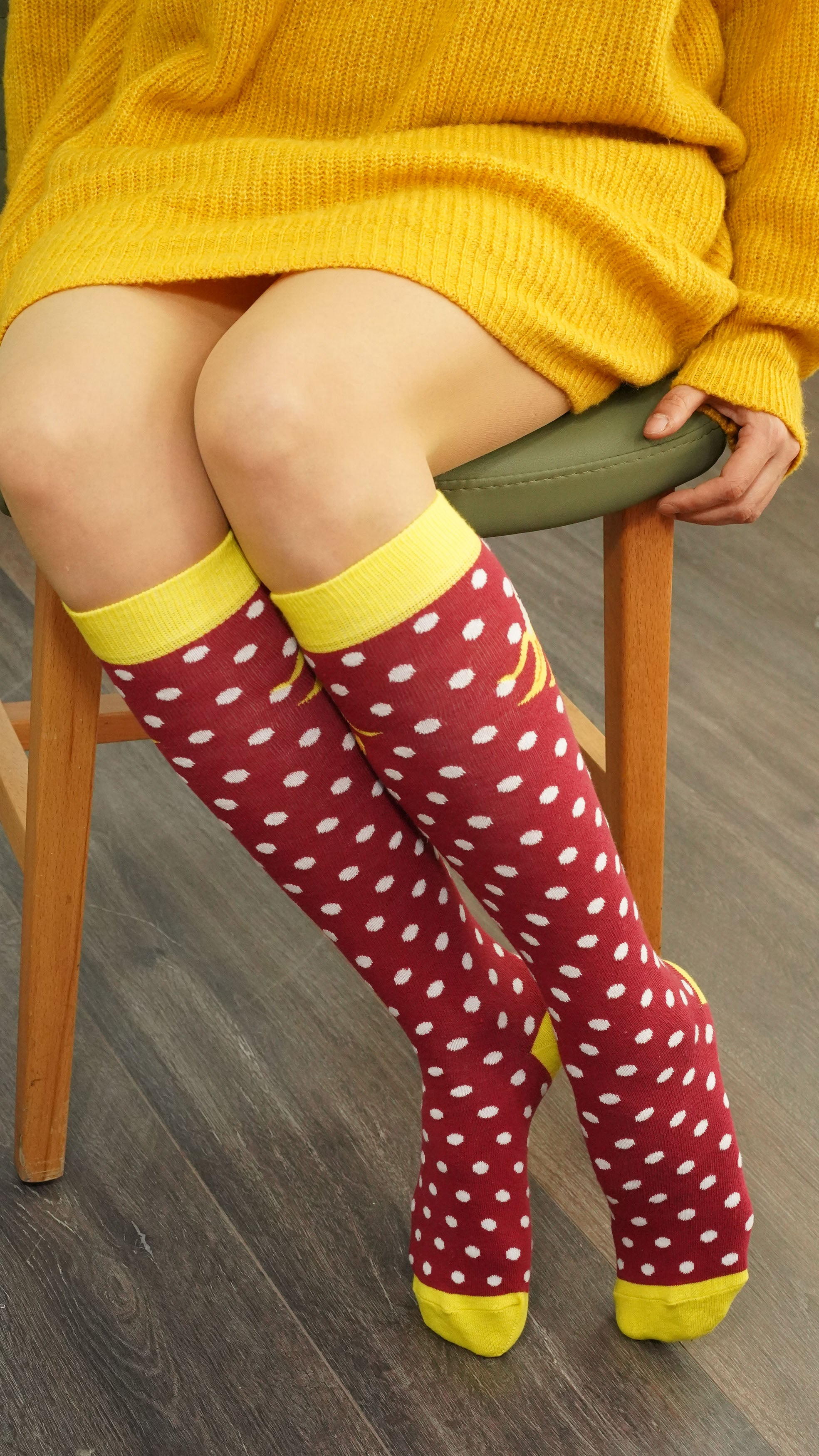 Women's Banana Dot Knee High Socks