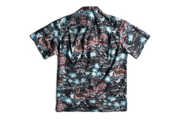 Inverted Hawaiian print on resort shirt