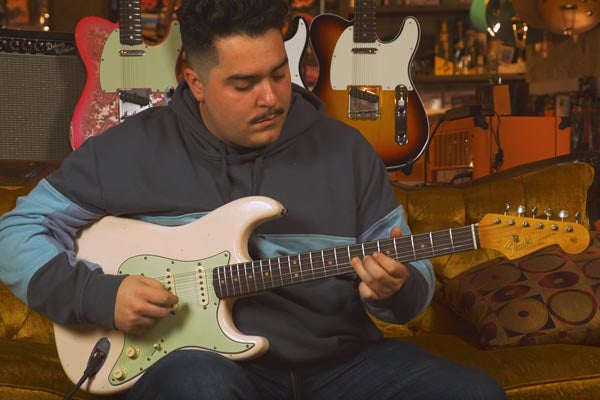 Snacks 104: Fender Custom Shop '64 Stratocaster, Super-Faded Aged Shell Pink