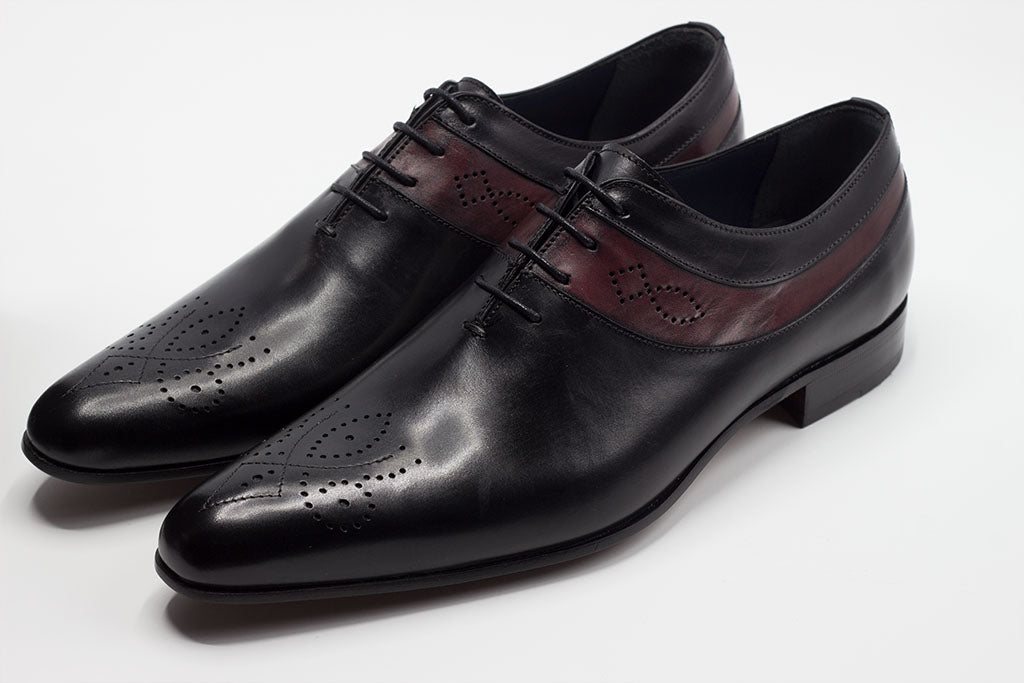 BLACK & BURGUNDY OXFORD LACE UP WITH MEDALLION TOE AND SIDE DESIGN