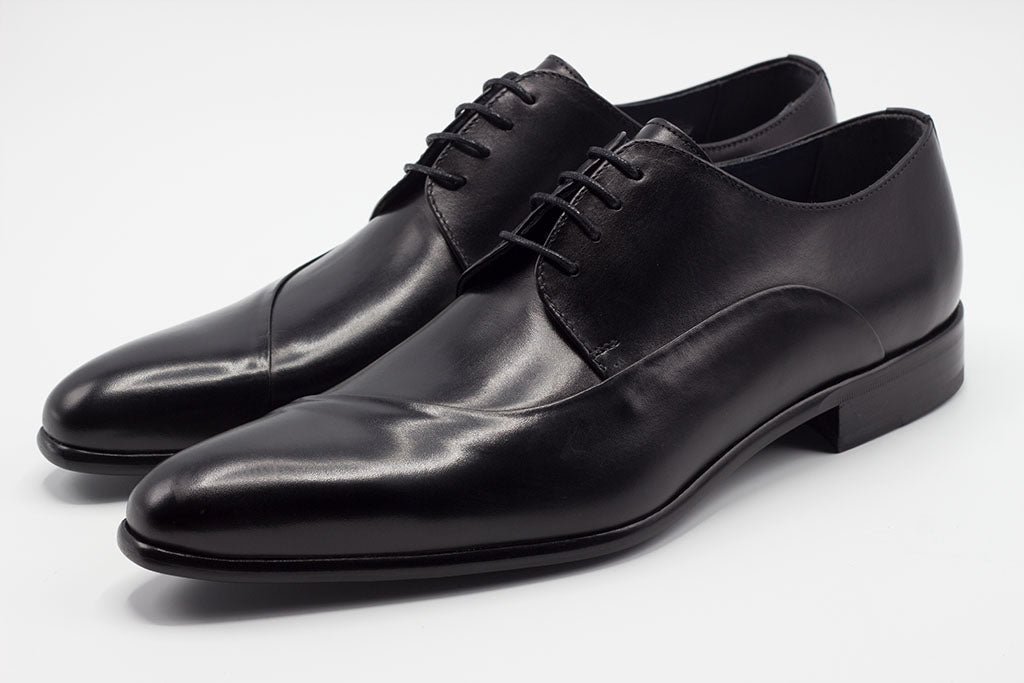 BLACK LEATHER DERBY LACE UP WITH ASYMMETRICAL DESIGN AND PLAIN TOE