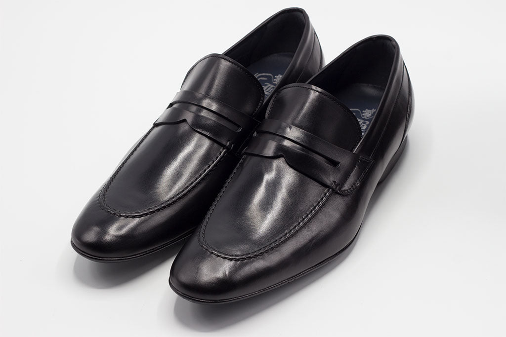 BLACK LEATHER PENNY LOAFER WITH APRON STITCHED TOE