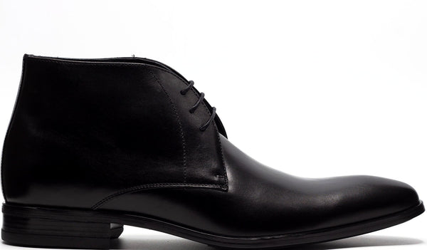 BLACK LEATHER CHUKKA BOOT AND PLAIN TOE
