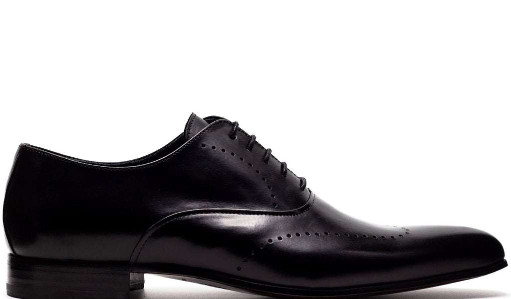 BLACK LEATHER OXFORD WITH PERFORATED DETAILS AND PLAIN TOE
