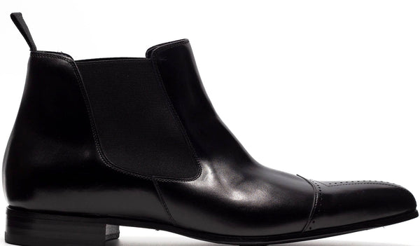BLACK LEATHER CHELSEA BOOT WITH MEDALLION CAP TOE