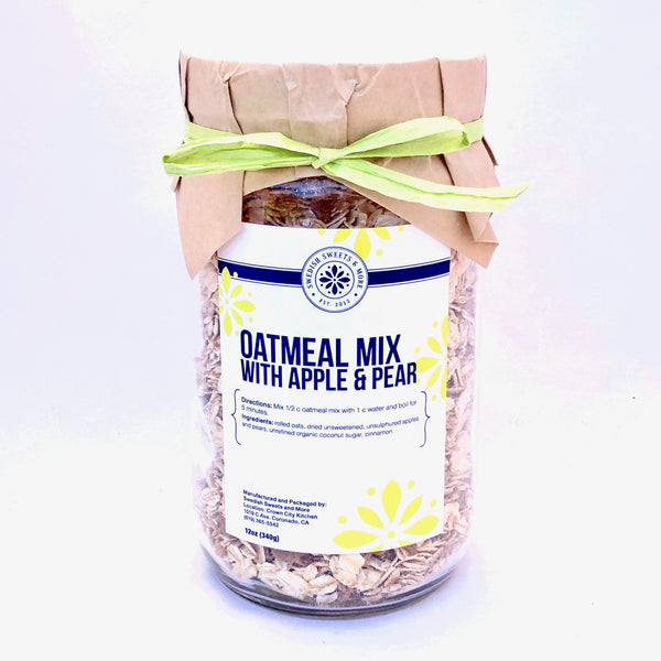 Oatmeal mix with apples and pears