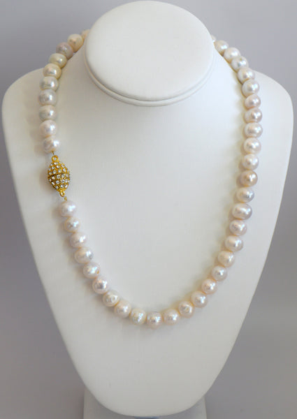 Heftsi Fresh Water Pearls Necklace with Magnet closer