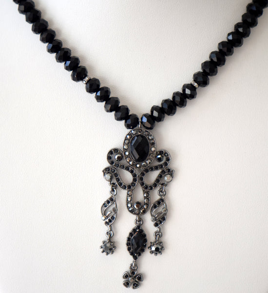 Black beaded necklace with pendant set