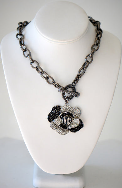 Chain with flower pendant