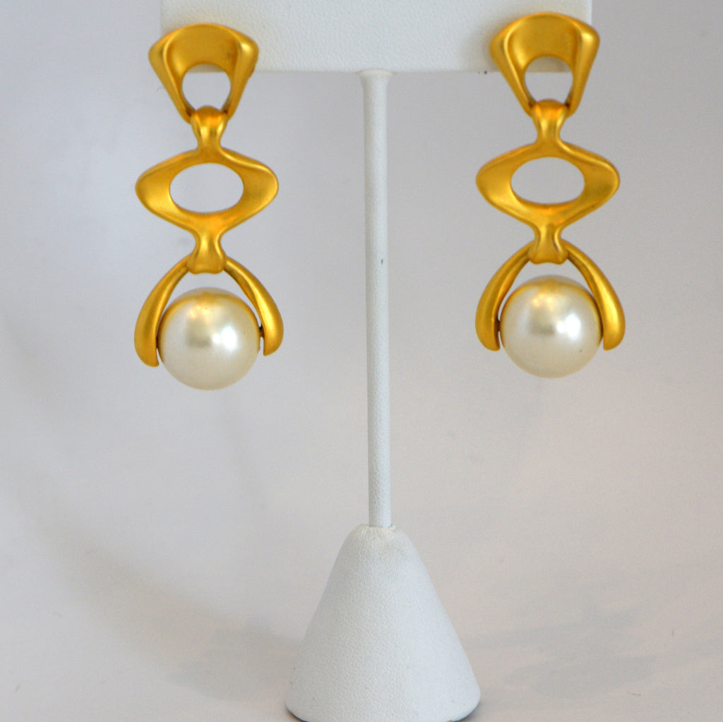 Heftsi Vintage Gold Earrings with Pearl
