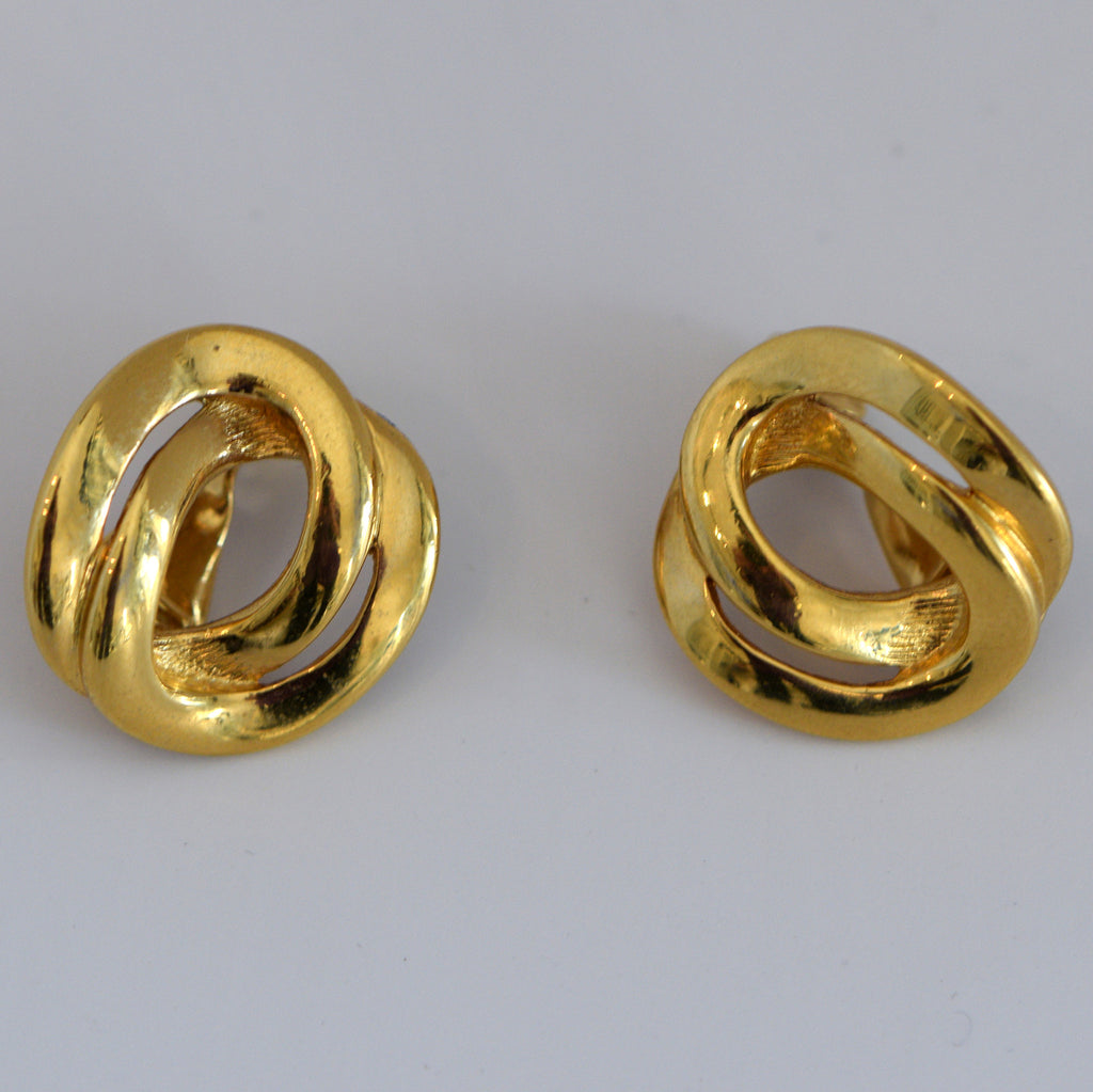 Heftsi Vintage Gold Clip On Earrings
