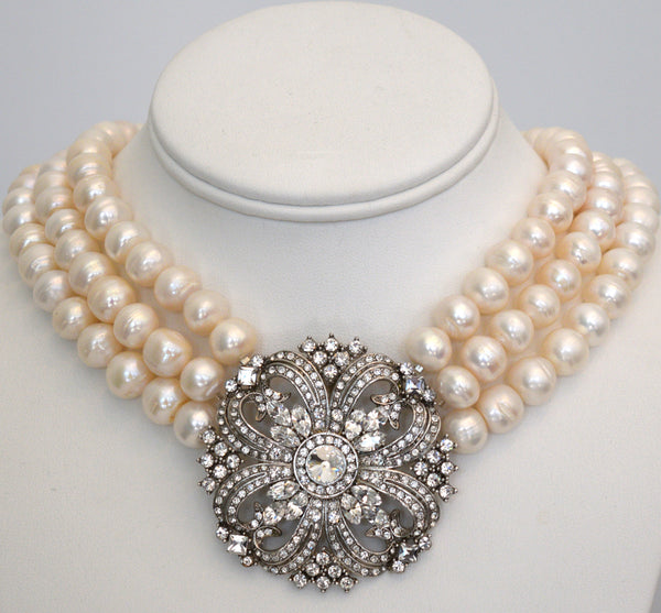 Heftsi Fresh Water Pearls Necklace with vintage inspiration Center