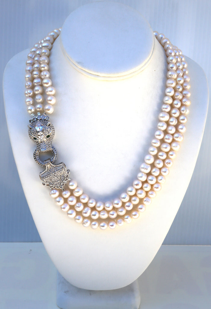 Freshwater pearls necklace with panther face side clasp
