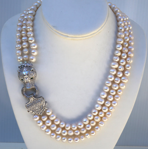 Elizabeth -Freshwater pearls necklace with panther face side clasp