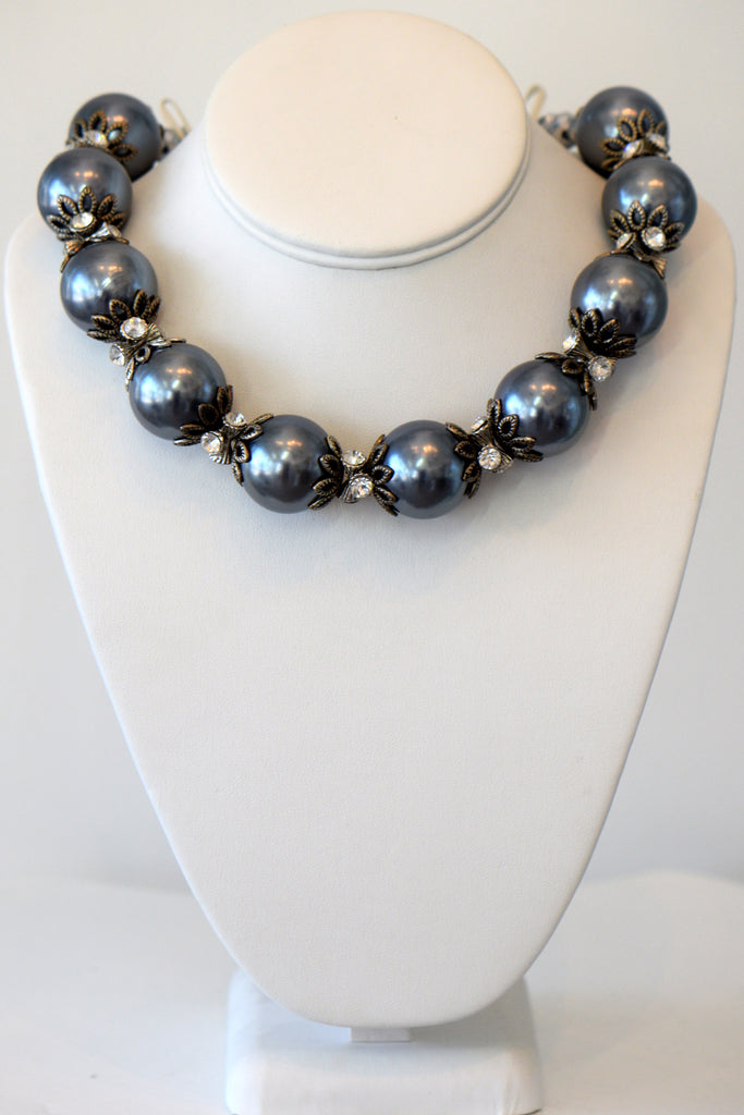Heftsi Big Pearl Grey Necklace
