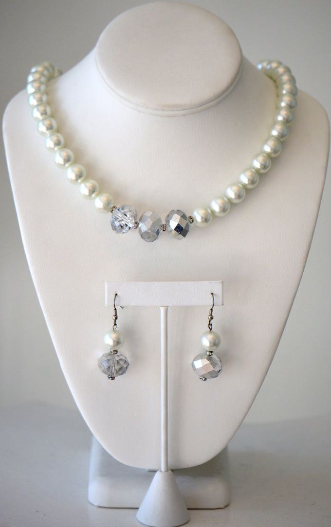White glass pearl necklac with clear crystals set
