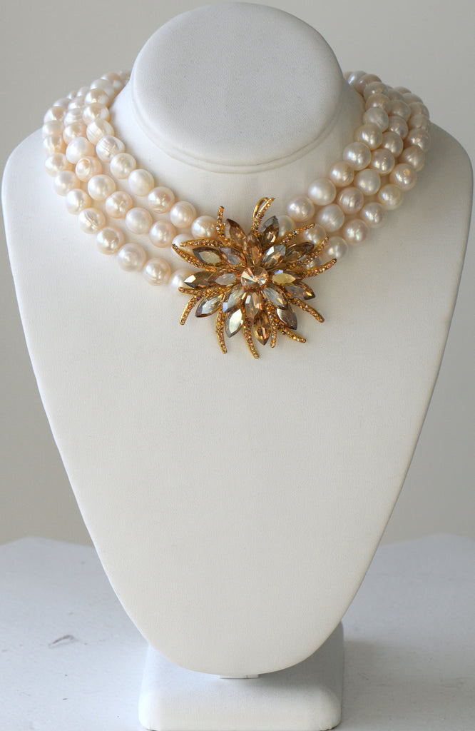 Heftsi Fresh water pearl Necklace with swarovski center piece