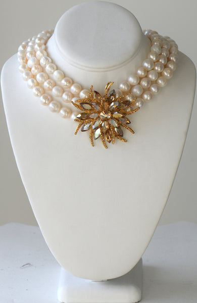 Edith - Fresh water pearl Necklace with swarovski center piece