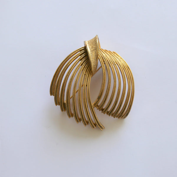 Beautiful Vintage Gold Tone Waves Pin/ Brooch