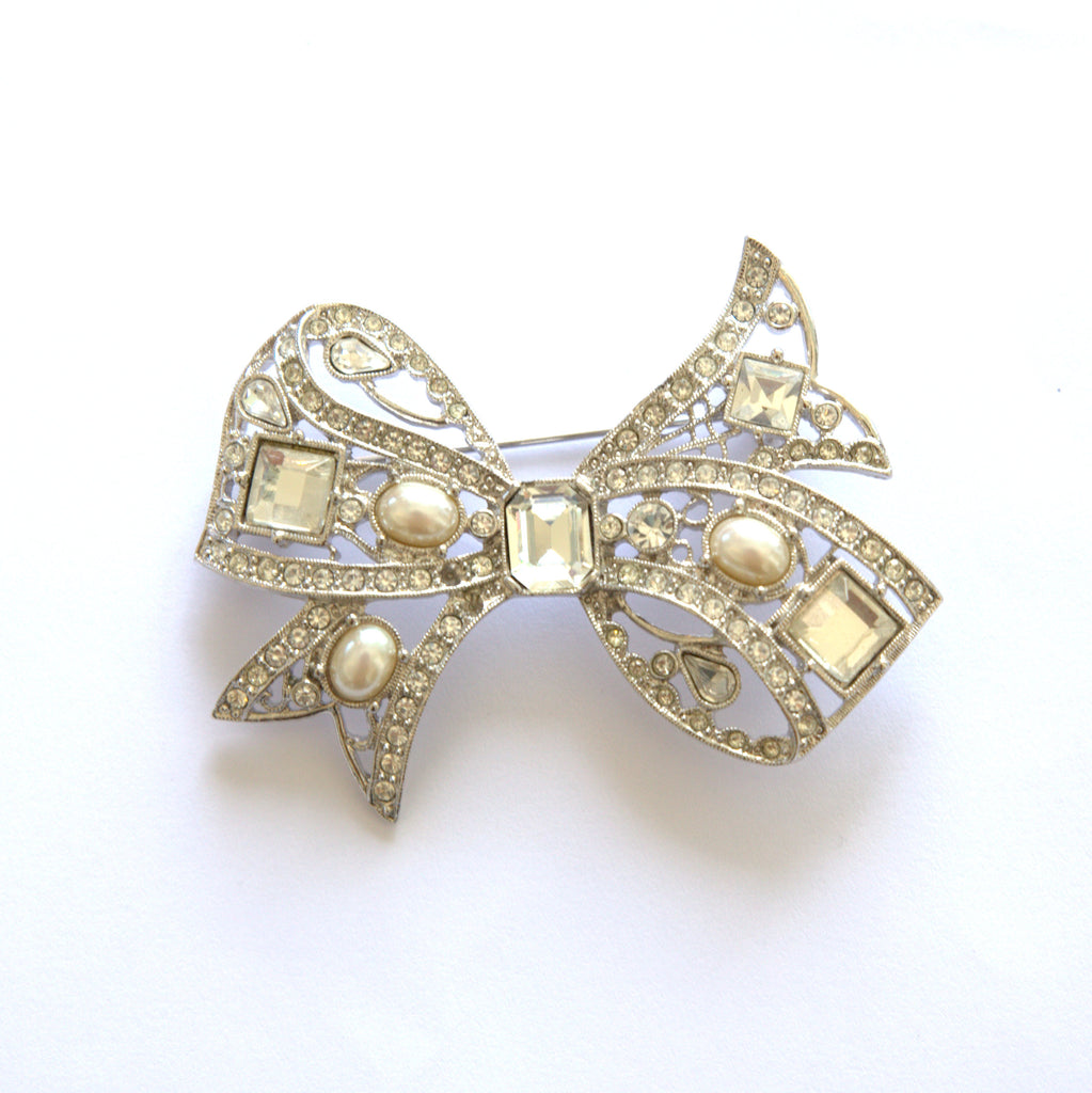 Sparkly Pearls And Clear Rhinestones On Silver Tone Bow Pin/ Brooch