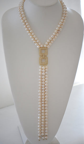 Heftsi Gold Pearl Necklace with Gold Pendant