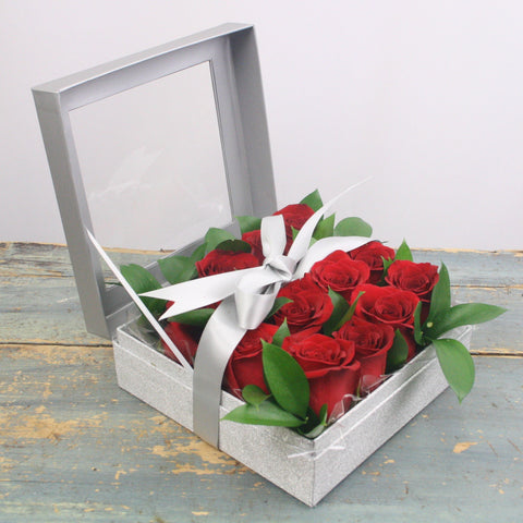 Love In The Box ( one dozen roses )