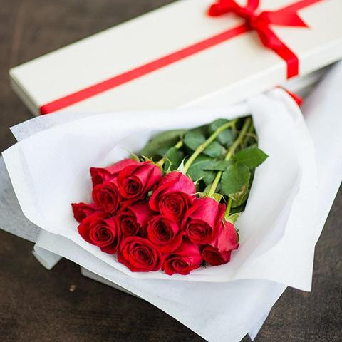 Dozen Roses in Box (Special Offer)