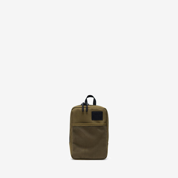 """Offering storage for small digital accessories and other essentials, the Sinclair Large crossbody in Khaki Green from Herschel features multiple carrying options, including a removable strap and a belt loop. 7.5""""(H) x 5""""(W) x 1.75""""(D), 1.5L Signature striped fabric liner Internal storage sleeve Two-way zippered closure with Prusik cord pulls Mesh front storage sleeve Product code: 10567.03884.OS off the hook oth streetwear boutique canada montreal quebec"""