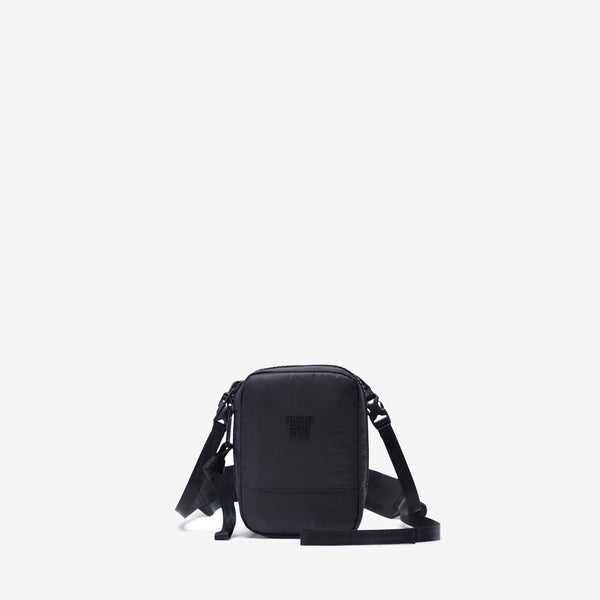 The Studio HS8 Crossbody in Black from Herschel is a progressive interpretation of a minimal design. Rendered in smooth lightweight ripstop, this versatile silhouette is styled with an oversized zipper and seatbelt webbing details. Once unclipped, the transformative seatbelt webbing shoulder strap offers a hand-held option. off the hook oth streetwear boutique canada montreal