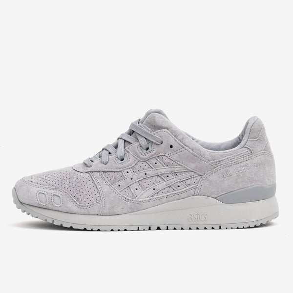 Celebrating the 30th anniversary of the GEL-LYTE™ III OG running shoe, the sneaker emerges once again with its original shape and construction that it featured in the early 90s. Asics Gel Lyte III OG in Piedmont Grey now at Off The Hook, OTH, Montreal, Quebec, Canada.
