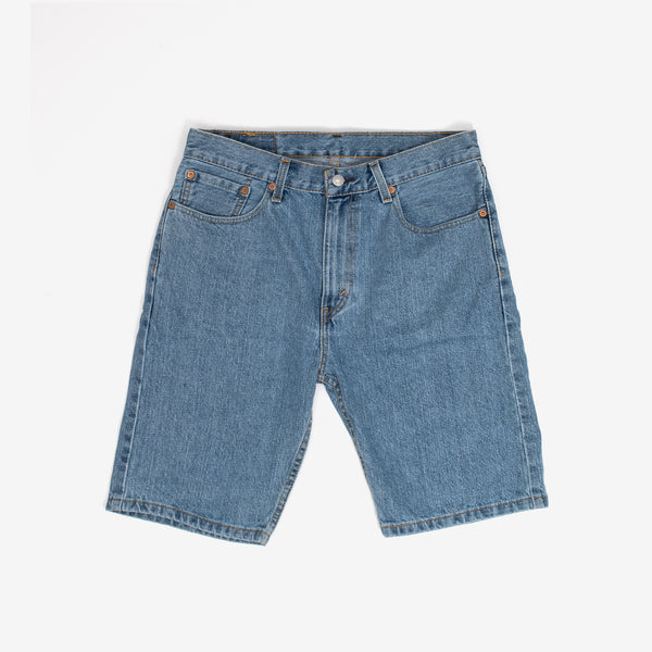 These light blue denim shorts from Levi's come in the classic 505 fit, which hits right at the knee. Like the 505 Jeans, this pair of shorts has extra room in the thigh.  Roomy fit 100% Cotton 5-pocket styling Imported Product code: 34505.2110 off the hook oth streetwear boutique canada montreal