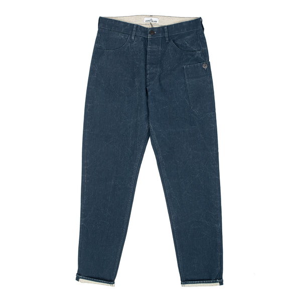 PANAMA PLACCATO: Pants in Panama woven raw cotton hemp canvas impregnated with special pigmented resins. A consistent high temperature washing of the finished garment removes the stiffness resulting from the resins from the fabric.  Regular tapered fit. Five pocket style plus a patch pocket on the hip, with button fastening. Button fly.  74% Cotton / 26% Hemp Width at end 18.0 cm Product code: 7215J04J1.V0028 stone island jeans denim tech streetwear off the hook oth boutique canada