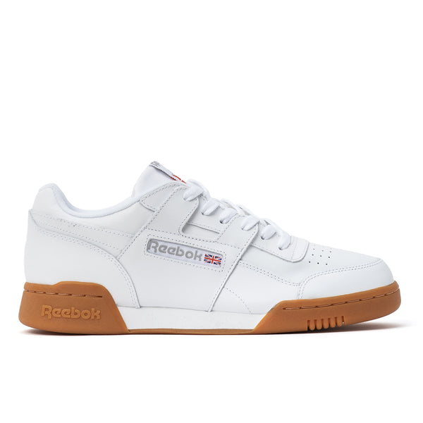 Reebok rappelle aux sneakerheads pourquoi Workout Plus est si emblématique en revenant à l'essentiel. L'empeigne au style minimaliste met l'accent sur l'emblématique sangle en H et le confort global. cn2126 off the hook oth streetwear boutique canada montreal chaussures baskets