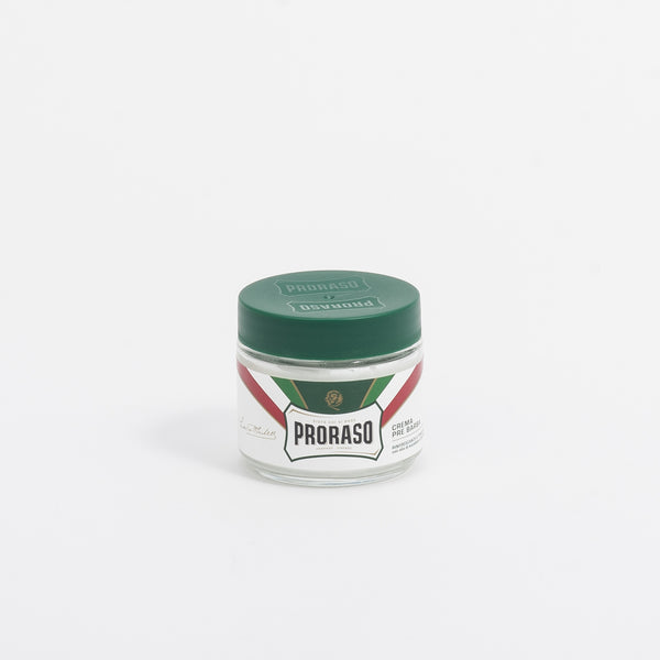 The Proraso Green Label Pre-Saving Cream formula contains Eucalyptus Oil and Menthol, combining a cleansing and toning action with a refreshing and revitalising effect.