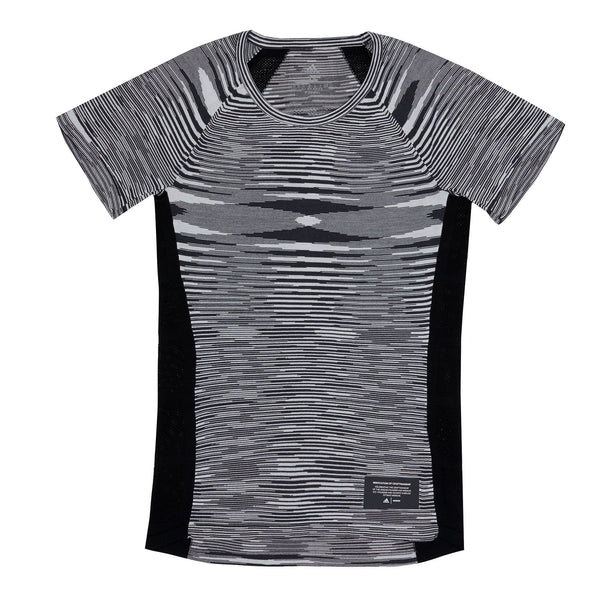 While you may not be able to get into La Scala donning this unique T-Shirt, you shall definitely stand out at the gym or in the cobblestone streets of Milan. Constructed from a black and white wool-blend yarn, the C.R.U tee boasts a scoop neck and sports the flame pattern, Missoni's signature design. Subtle logo detailing at the hem completes the look.  This product is displayed in Women's sizing Product code: DS9322 adidas consortium off the hook oth streetwear running boutique canada montreal