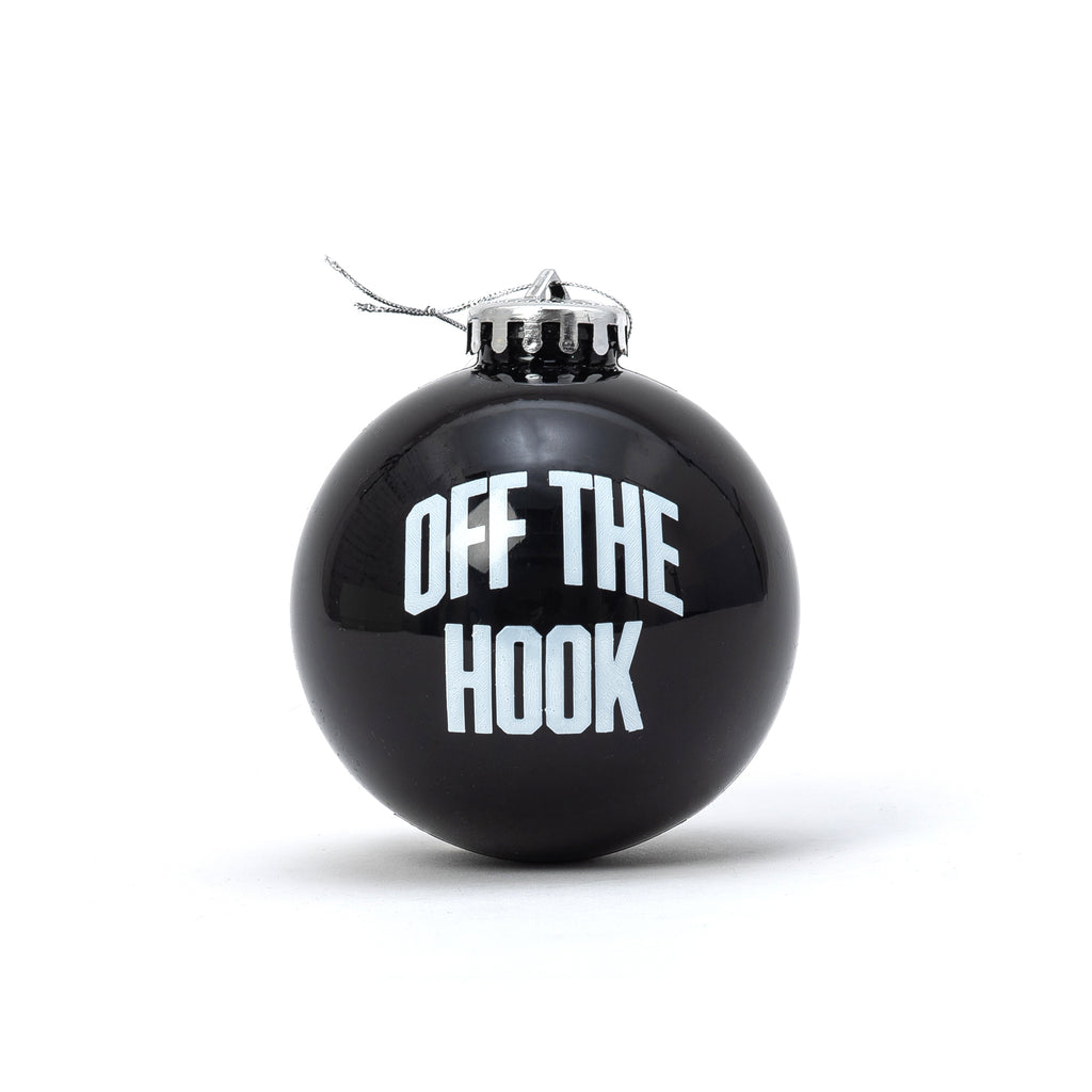 by OTH OTHBOULE DE NOEL OTH Ornement de Noël noir - disponible chez off the hook montreal