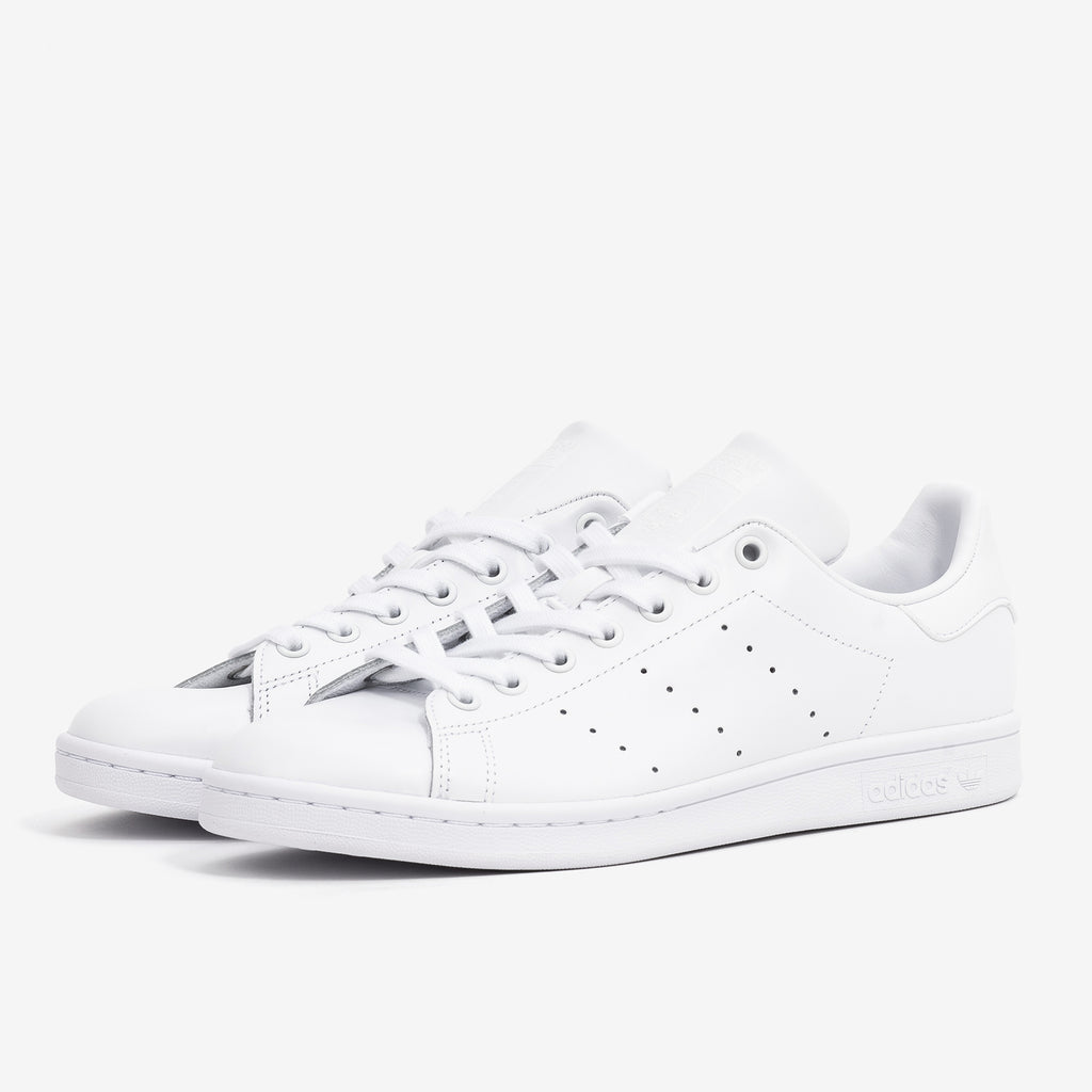 Lace closure Leather upper Iconic trainers in tennis white OrthoLite® sockliner Product code: S75104 white off the hook oth streetwear boutique canada montreal shoes sneakers stan smith